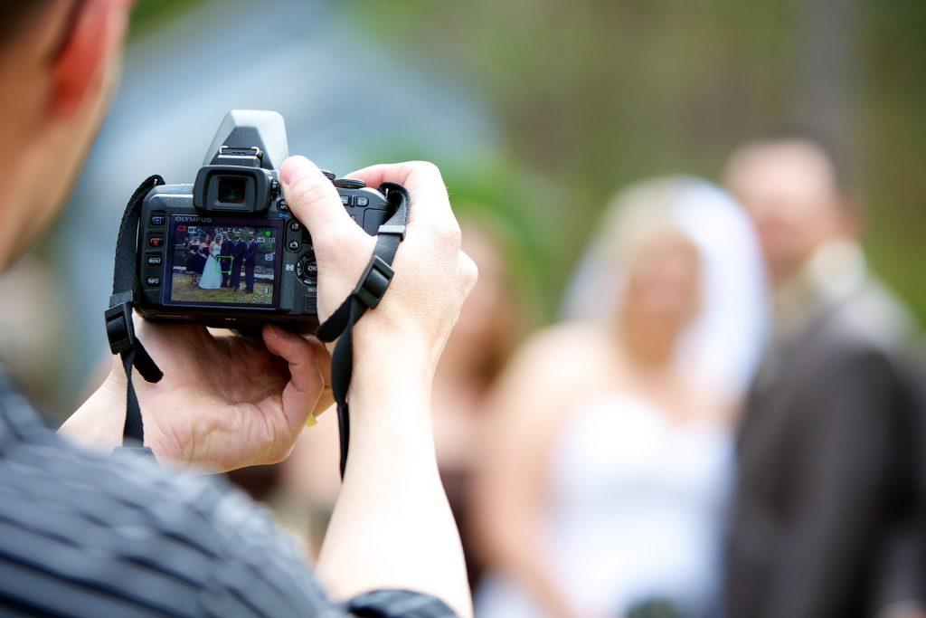 برای انتخاب یک تیم برای عکاسی و فیلمبرداری حتما پرس و جو بکنید و کارهای جاهای مختلف را ببینید