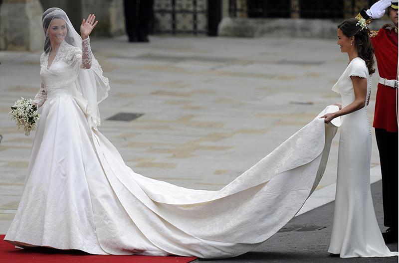 طرح لباس عروسی کیت میدلتون، عروس جدید ملکه بریتانیا که در سال 2011 به کاخ باکینگهام راه یافت، یکی از جذابترین لباس عروسی پرنسس های جهان بود که به دلیل تلفیقی از سنت و مدرنیته در طراحی