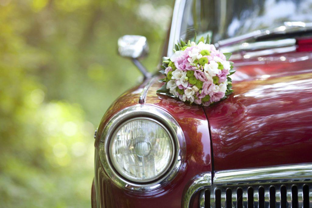 بنابراین توضیحات گل فروشیها هم از این قاعده مستثنی نیستند و آلبومهایی مربوط به تزئین ماشین عروس و دسته گل عروس دارند
