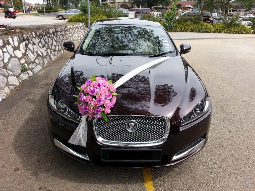 نکته مهم این است که ماشینتان هر رنگی که هست سعی کنید از گلهایی استفاده کنید که با رنگ ماشینتان در تضاد باشد.
