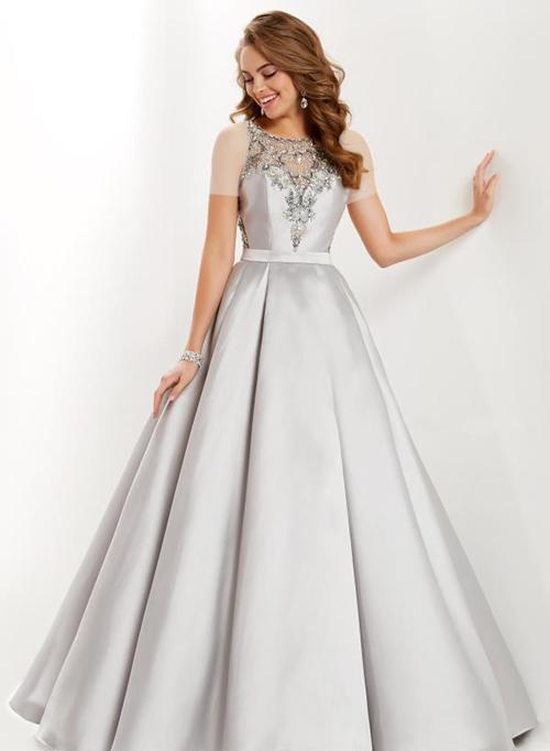 برای جشن عقد بهتر است رنگ لباستان روشن باشد