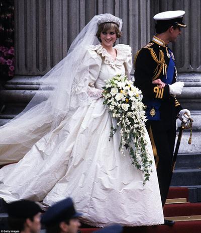 پرنسس دایانا عروس سابق ملکه بریتانیا که از مطرحترین پرنسس های روزگار خود بود.
