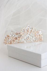 ( مدل تاج بلند سفید طلایی مد سال 2018 )