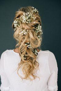گل بین موی بافته