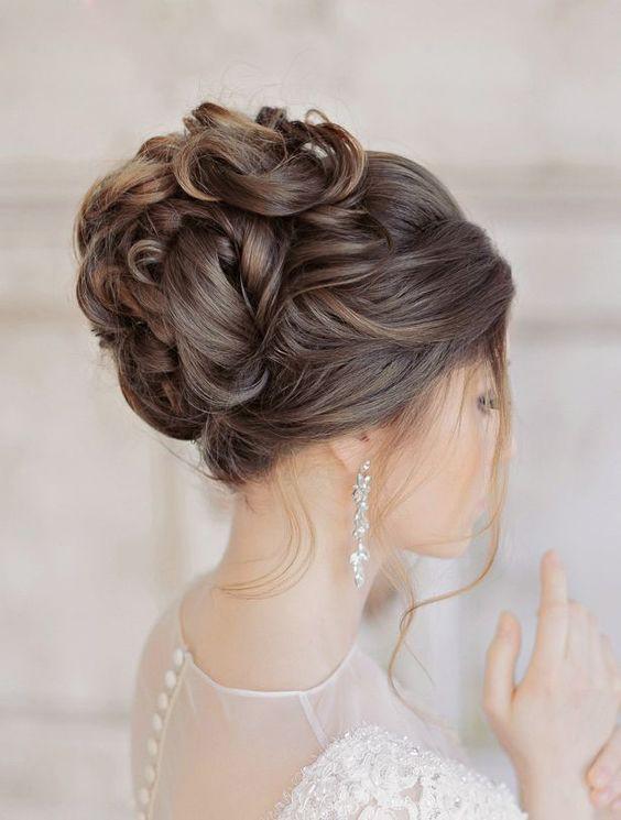 هماهنگی شینیون موی عروس با مدل لباس عروس