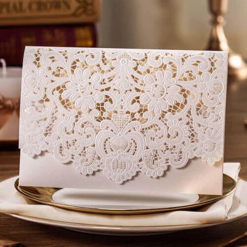 اینگونه کارت ها حتی میتواند به عنوان یک هدیه از سمت عروس و داماد به مهمانان محسوب شود