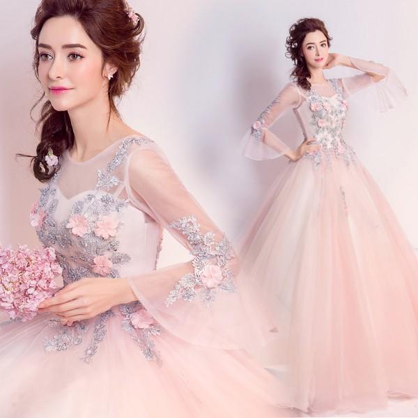 سعی کنید برای لباس نامزدی یا لباس عقدتان لباسی را انتخاب کنید که متفاوت از لباس عروسی باشد