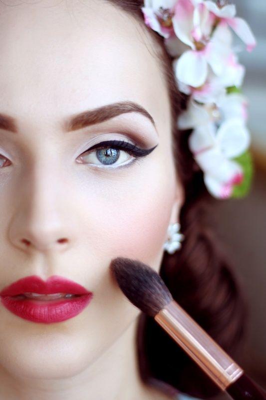 برای آرایش چشم حتما از لوازم آرایش ضد آب استفاده کنید