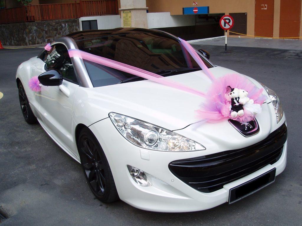 هزینه تزئینات ماشین بستگی به گلهایی دارد که انتخاب می کنید