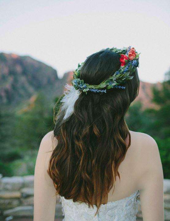 استفاده از پر و دیگر اکسسوری های مورد دلخواه در تاج گل عروس