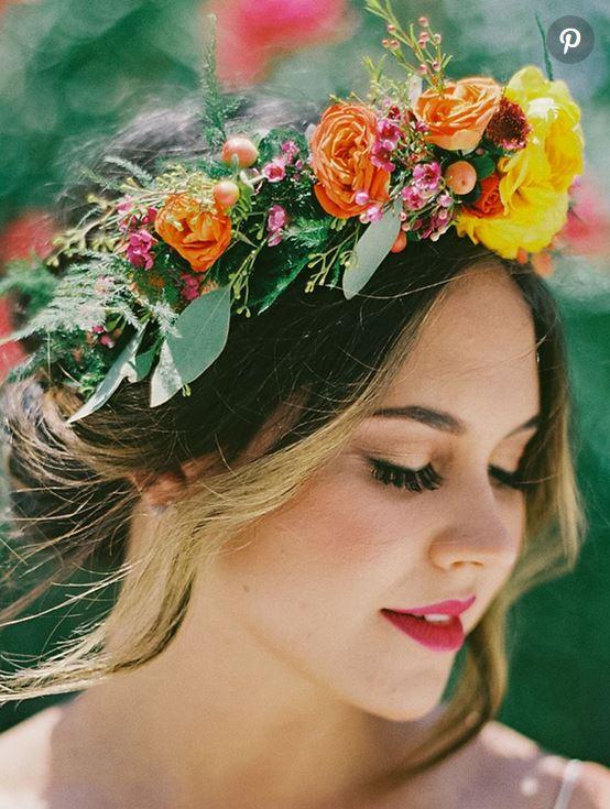 تاج گل عروس مخصوص عروسی در باغ و در فصل بهار