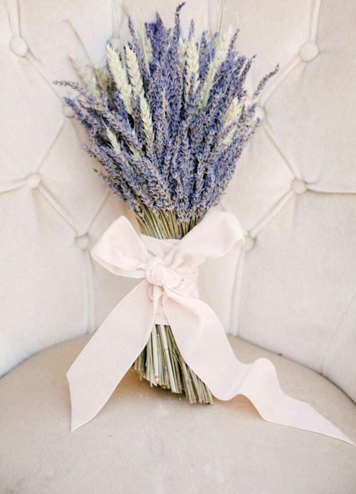 اسطوخودوس گیاهی زیبا برای استفاده به عنوان دسته گل