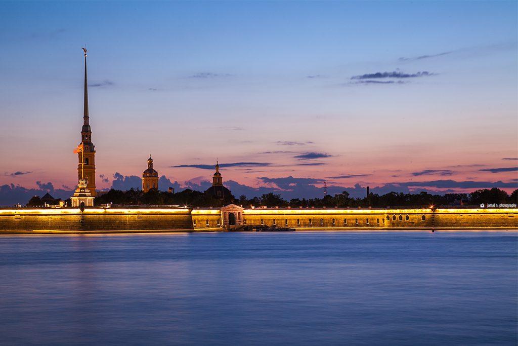 برای سفرهای خارجی پیشنهاد اول ما روسیه و شبهای سفید سن پترزبورگ است که بسیاری از توریستها را از اواخر بهار به سوی خود جذب می کند.