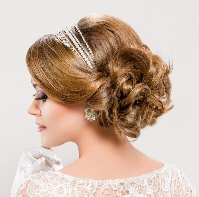 فرم صورت بیضی مناسب ترین فرم برای انواع مدل مو عروس است