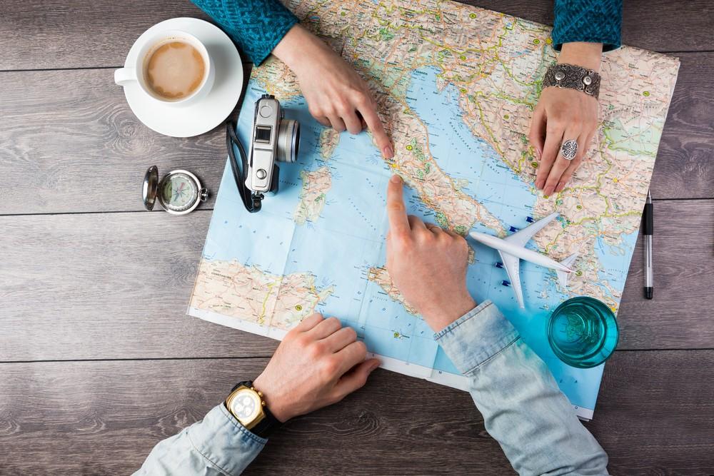 بهترین زمان برای سفر فصل پاییز است ، زیرا قیمت بلیط و هتل در این فصل ارزان است