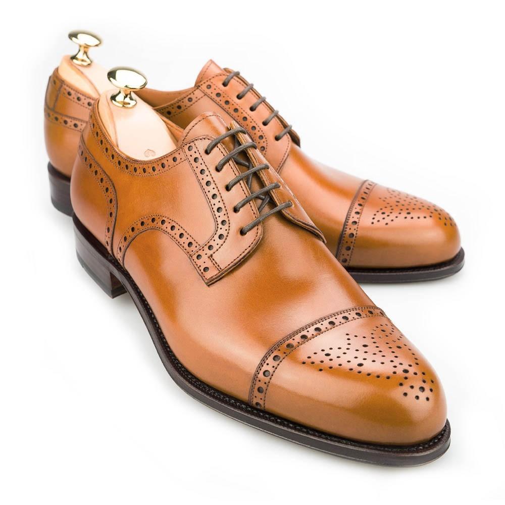 از مدلهای بسیار رسمی و شیک کفش آکسفورد است