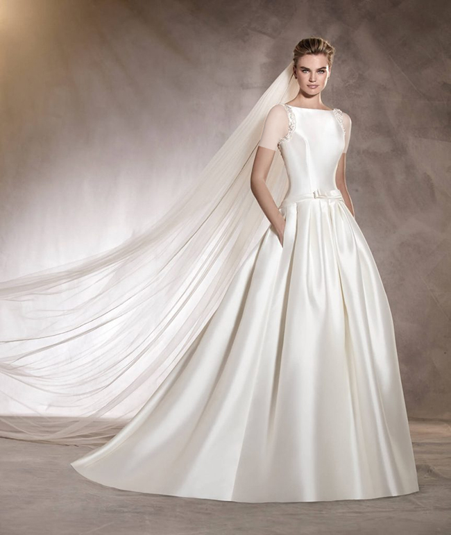 لباس عروس تمام ساتن با تزئین پاپیونی بر روی کمر