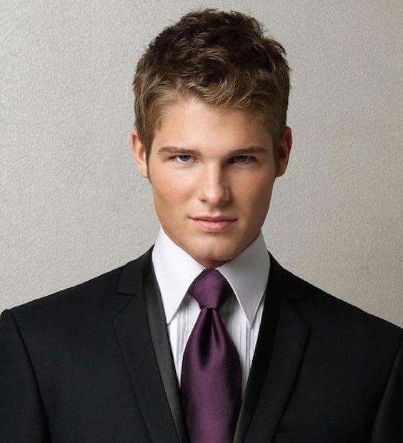 هر مردی باید گره درست و انتخاب سایز مناسب برای کراوات را بلد باشد