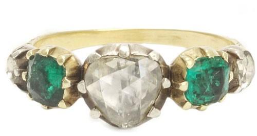 حلقه نامزدی سنتی متشکل از الماس و زمرد