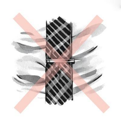 حتما توجه داشته باشید که پهنای سنجاق کراوات با پهنای خود کراوات باید متناسب و هماهنگ باشد.