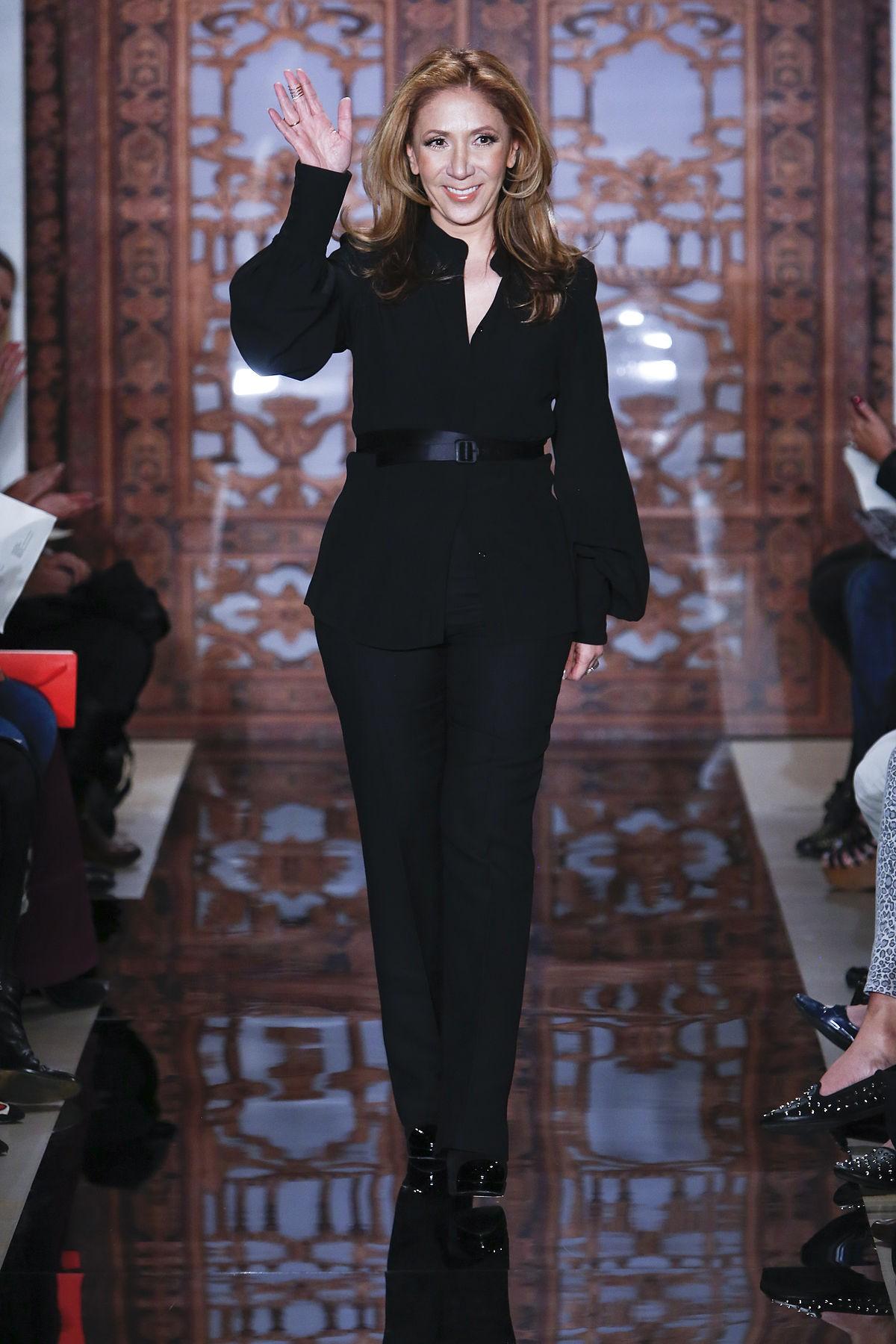 ریم عکره کارش را در سال 1997 با ارائه کلکسیونی زیبا از لباس عروس، آغاز کرد