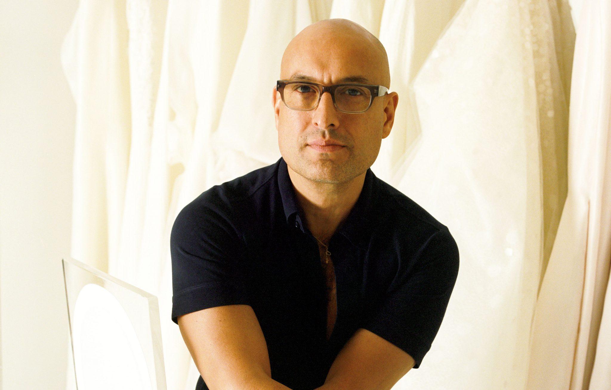 آنخل سانچز طراح ونزوئلایی سبکی بسیار ظریف و رمانتیک دارد.