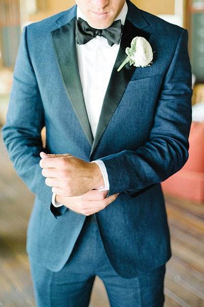 انتخاب آبی تیره رنگی رسمی برای کت شلوار داماد