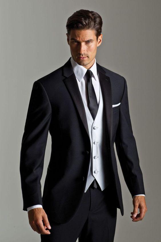 مناسب ترین کراوات برای یک کت شلوار رسمی کراواتی از جنس سیلک است