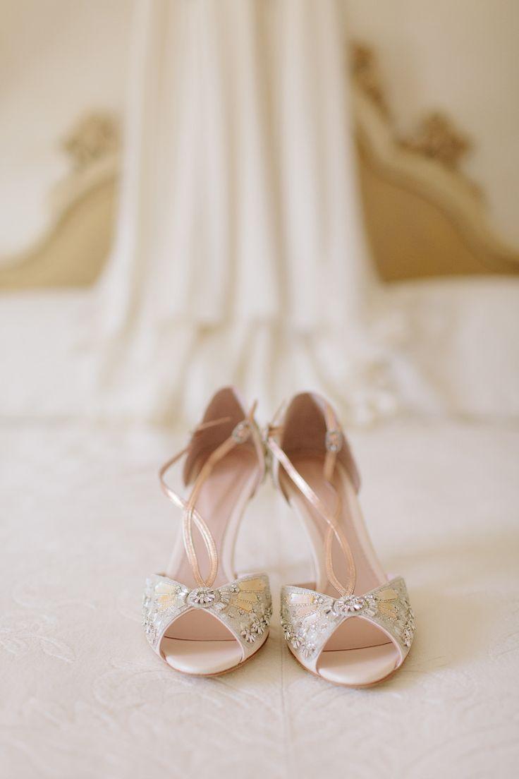کفش عروس باید با لباس عروس در هماهنگی کامل باشد