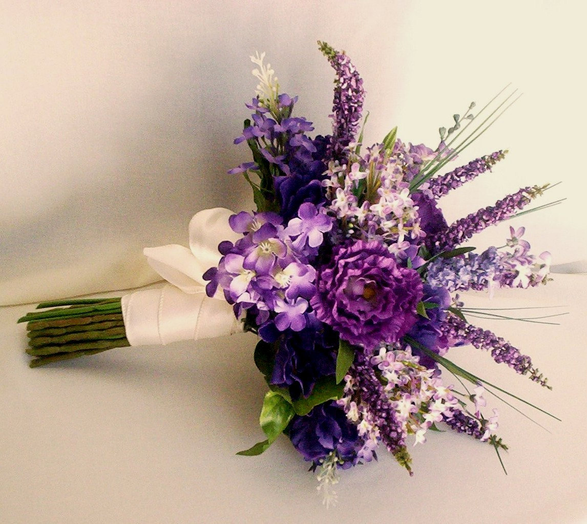 دسته گل عروس با گلهای وحشی