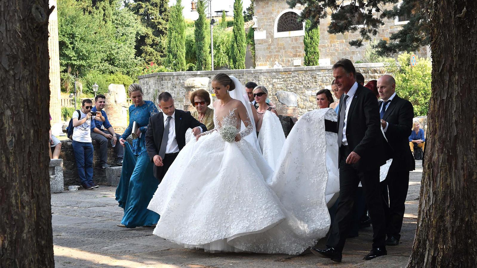 لباس 700000 پوندی سواروسکی