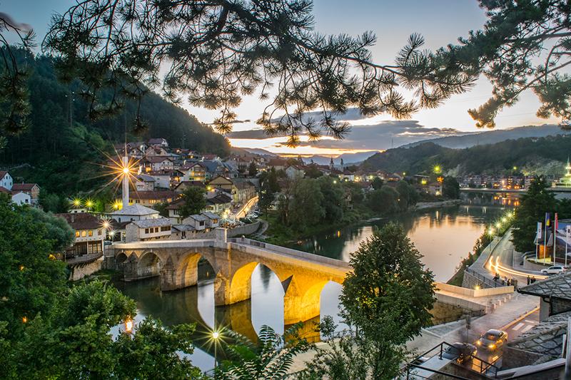 بوسنی کشوری در اروپای شرقی با طبیعتی بسیار زیبا و 45 درصد مسلمان جاذبه های توریستی بسیاری برای گردشگران دارد.