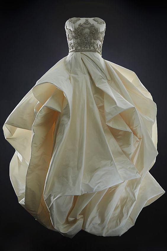 سعی کنید در انتخاب مدل لباس عروس خودتان را محدود نکنید