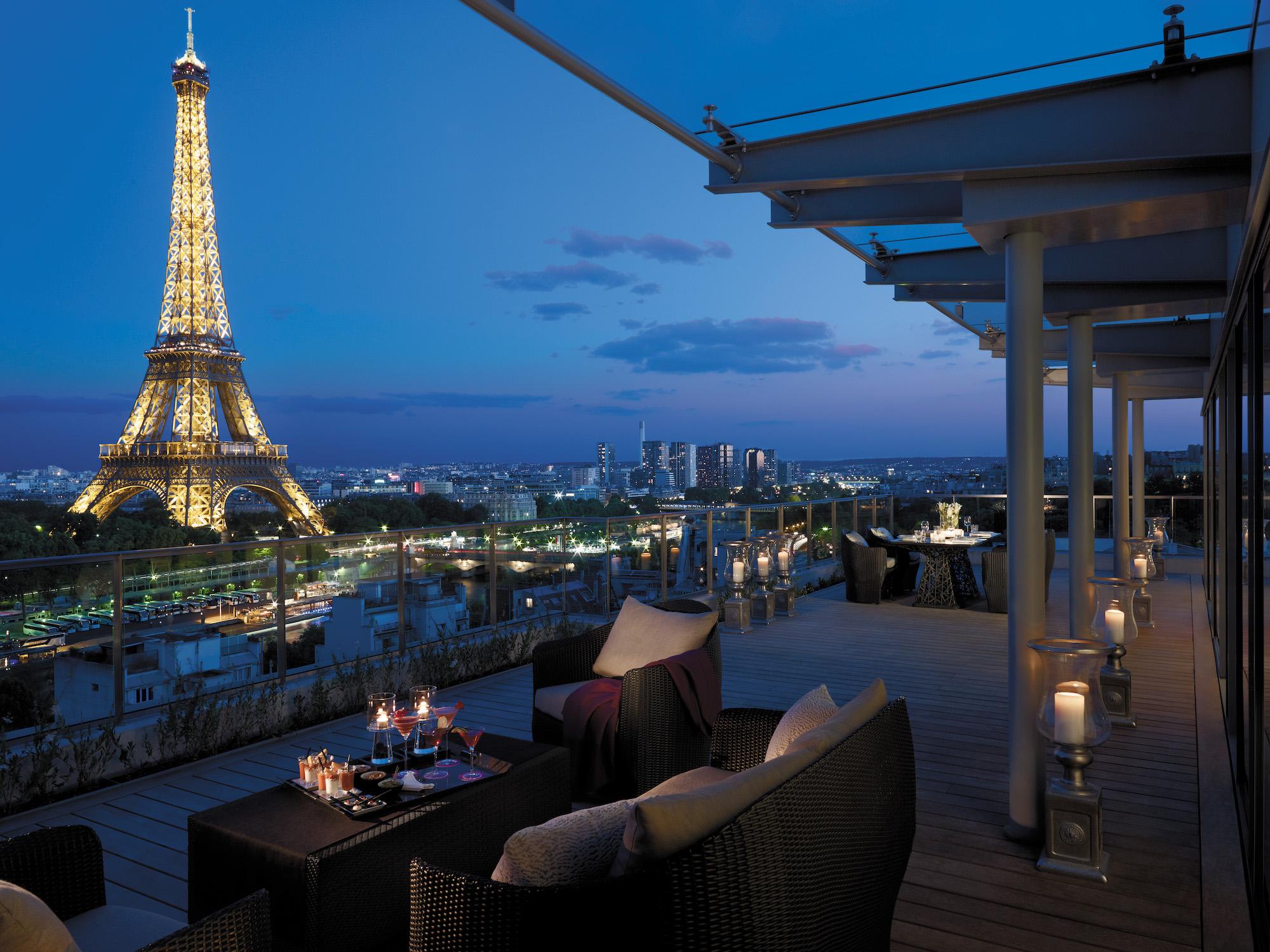 هتل شانگریلا علاوه بر سایر امکانات لوکس و رویایی امکان تماشای طلوع آفتاب را در کنار برج ایفل هم به شما می دهد