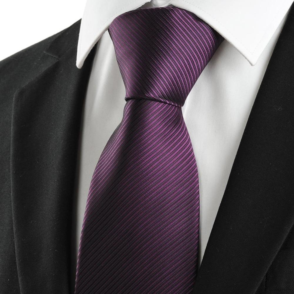 کراوات بنفش نشانی از تجمل گرایی و لاکچری بودن است