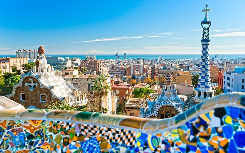 اسپانیا کشوری مسلمان نیست اما مراکز و رستورانهایی با غذاهای متنوع حلال دارد که مسلمانان زیادی را به خود جذب کرده است.