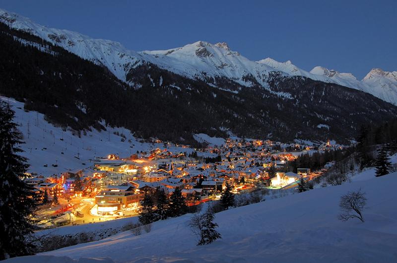 پیست سن آنتون در اتریش یکی از بهترین پیست های دنیا برای ورزش های زمستانی و تفریحات دیگر است.