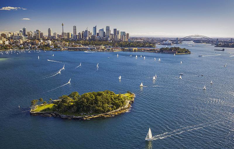 سیدنی شهری جزیره ای در استرالیا بوده که سواحل بسیار زیبایی دارد