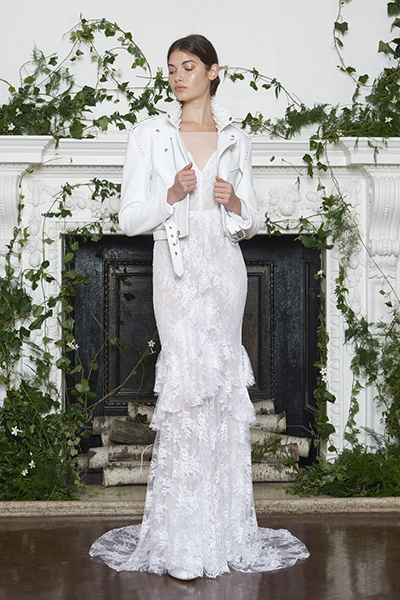 مونیک لولییه به طراحی لباس های همه پسند و نقش دار مشهور است.