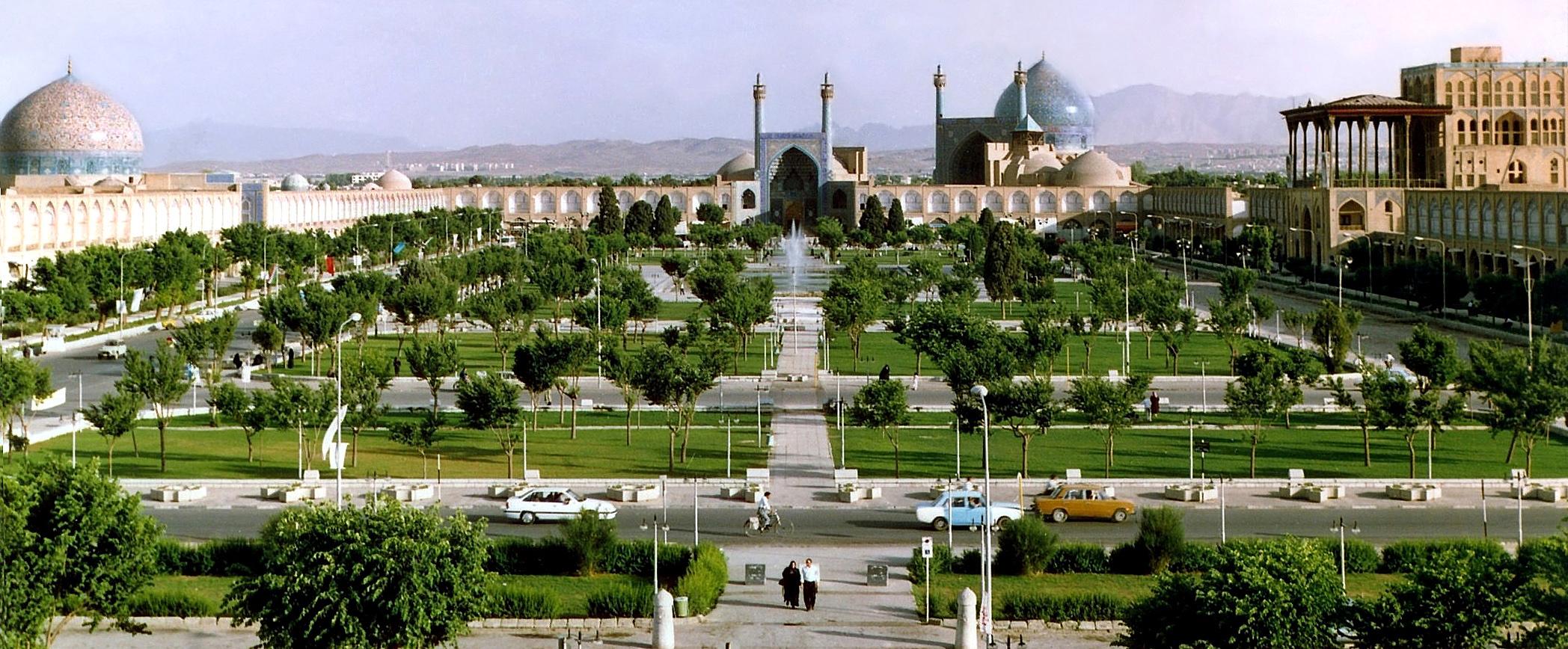 میدان نقش جهان مملو از زیبایی و هنر است.