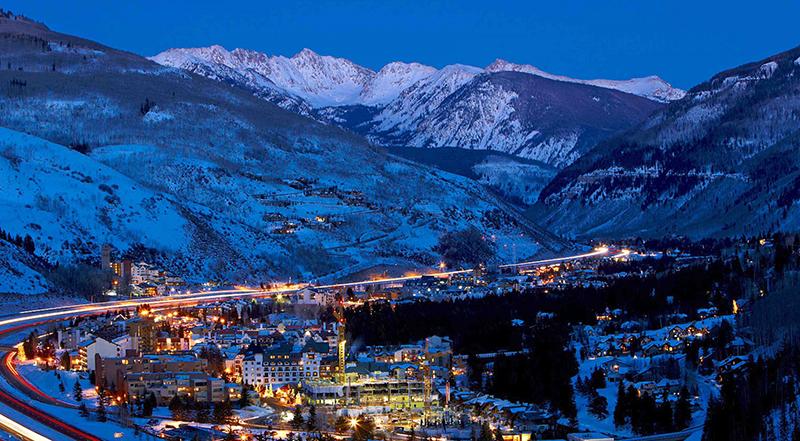 پیست ویل دارای امکانات فراوانی از قبیل هتل ، رستوران ، موزه و وسایل اسکی و بازی های برفی و غیره می باشد