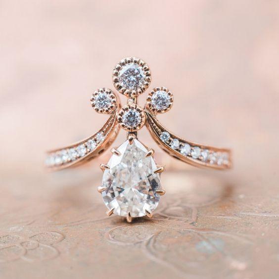 برج آسمانی؛ الماس مناسب این برج است که نماد صداقت و شفافیت است.