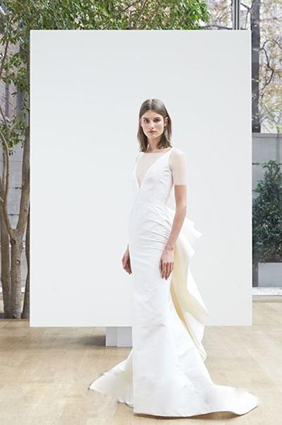 این مدل لباس با طراحی خاص و بی نقص اش مناسب خانم هایی است که اندام ساعت شنی و سایزهای ایده آل دارند.