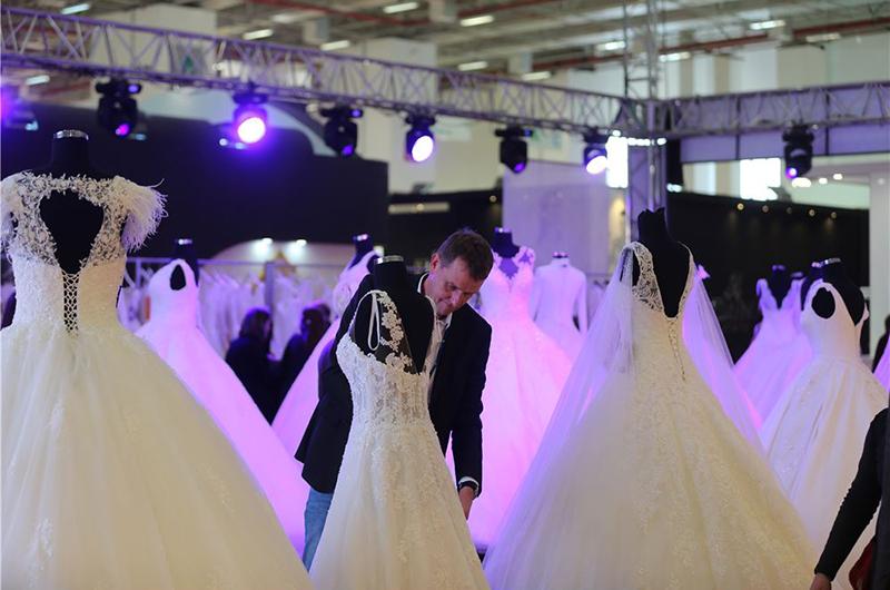 یکی از آیتم های مهم در صنعت تولید پوشاک ترکیه، تولید لباس عروس است