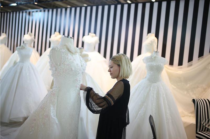 تولیدکنندگانی از کشورهای آمریکا، آلمان، بلغارستان، فرانسه، لبنان، پرتغال، اوکراین نیز در این نمایشگاه شرکت کرده اند.