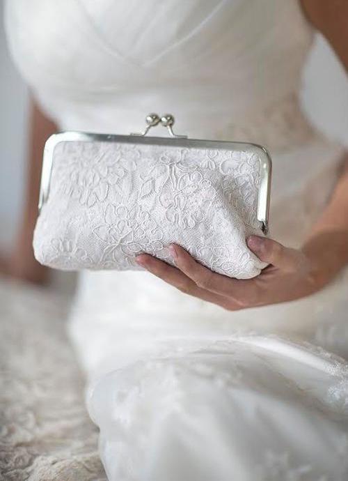 معمولا کیف عروسی را خیلی بزرگ انتخاب نمی کنند