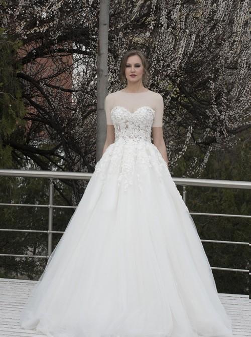 این مدل زیبای سلطنتی مناسب خانم هایی با اندام گلابی شکل است و برای هر نوع مراسم در سالن های مختلف پیشنهاد می شود.