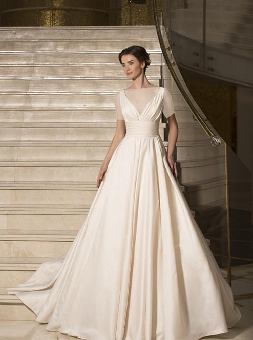 نوع طراحی جذاب این لباس زیبا آن را مناسب مراسم های تاریخی یا مراسماتی که در هتل ها و کلوپ ها برگزار می شوند مناسب کرده است.