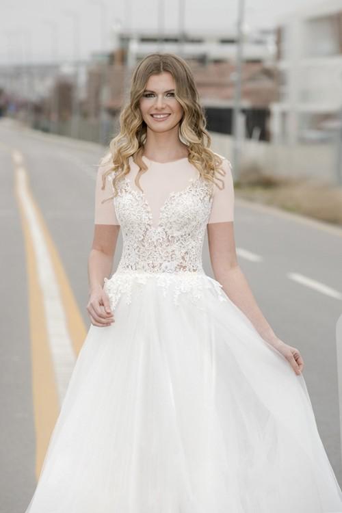 این مدل برای عروس خانم هایی که سینه های کوچک دارند مناسب ترین گزینه خواهد بود.
