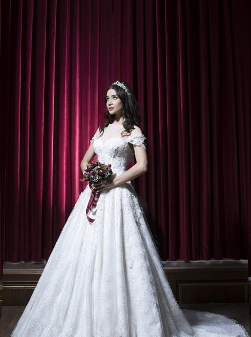 این مدل مناسب عروس خانم هایی است که شانه های پهن و بازوهای لاغر داشته باشند.